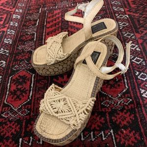 Vintage Shoes - Coolest Vintage Woven Platform Sandals Ever 8/9